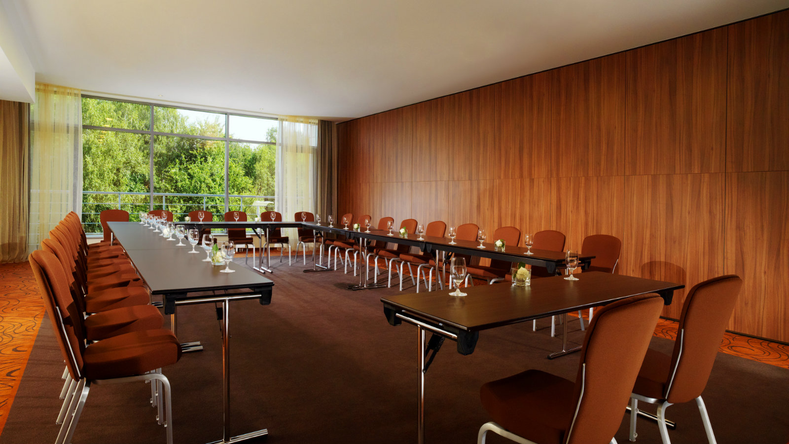 Conference room Prague with daylight and built-in equipment at Sheraton Moscow Sheremetyevo