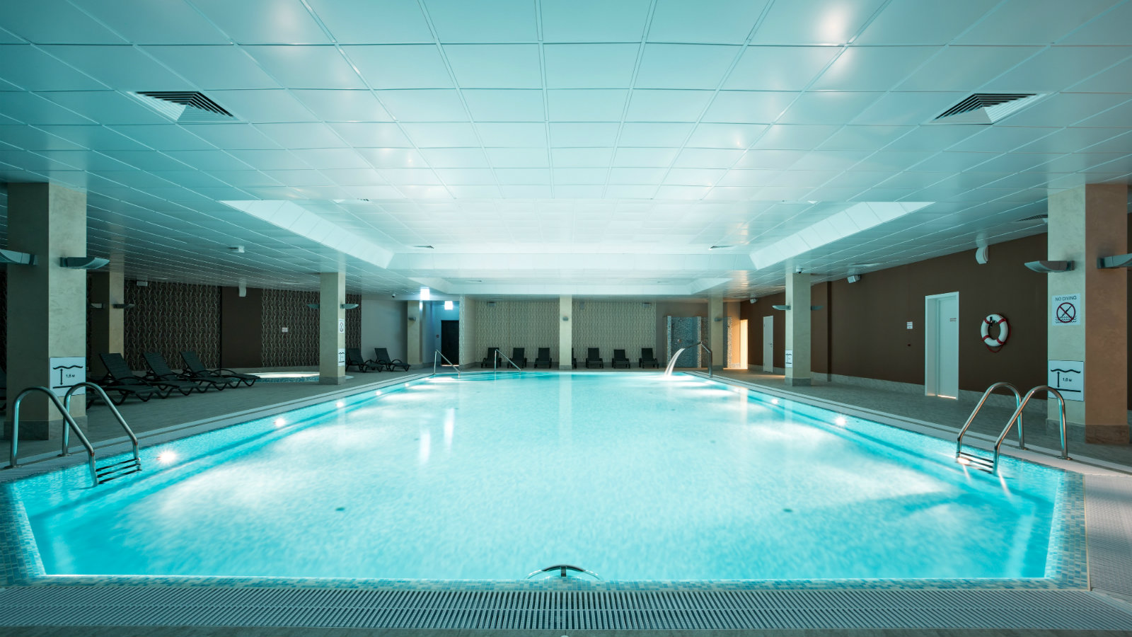 Infinite azure swimming pool at Sheraton Moscow Sheremetyevo
