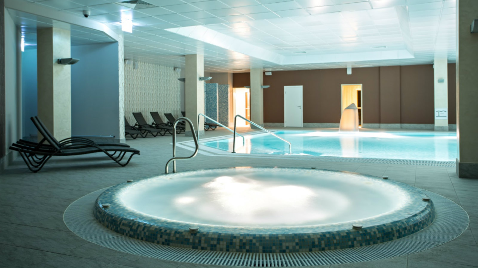 Jacuzzi for fast recovery and relaxation at Sheraton Moscow Sheremetyevo