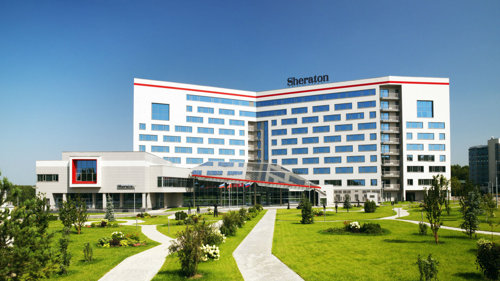 Sheraton Moscow Sheremetyevo with green park area