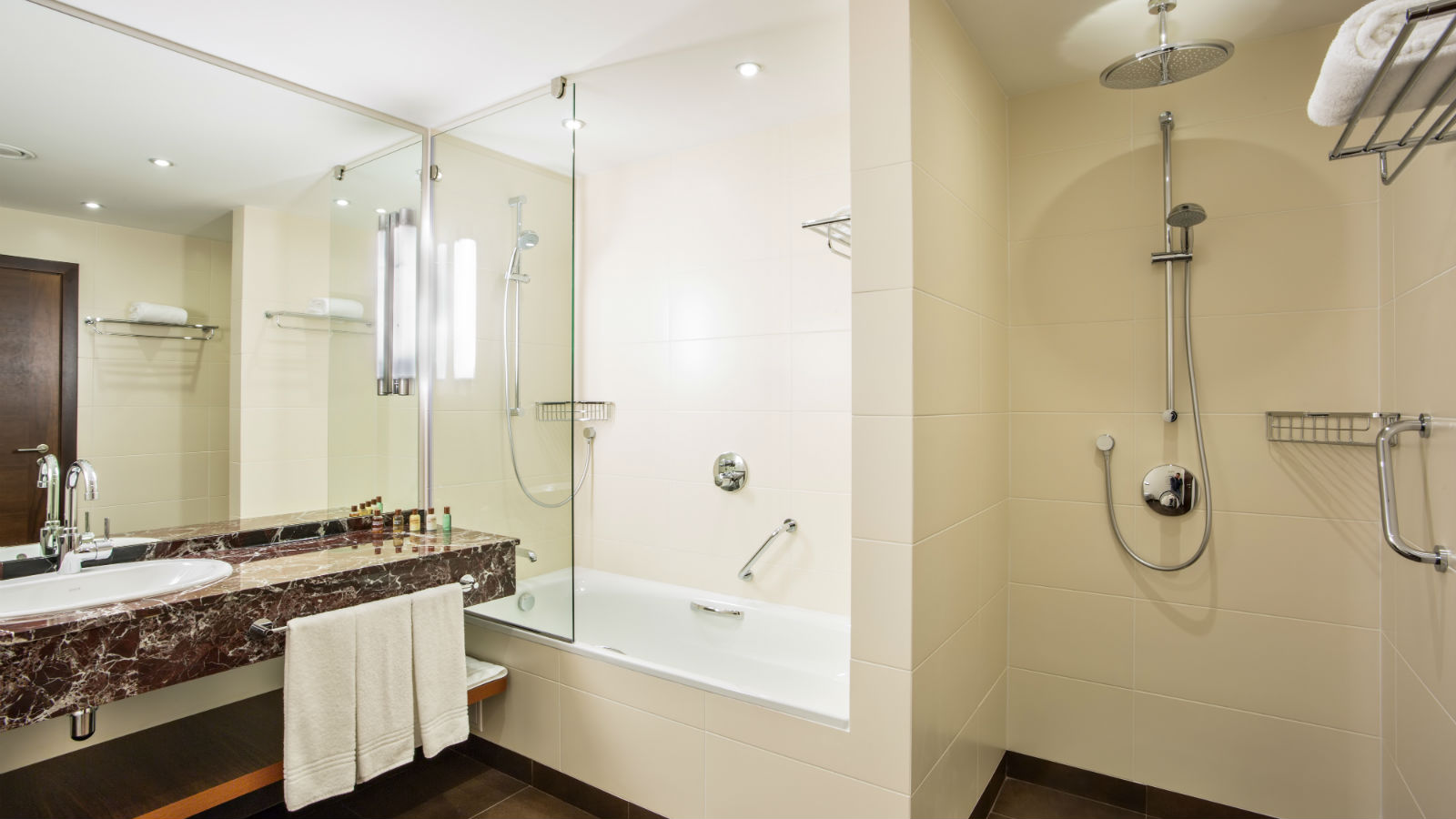 Spacious bathroom with signature Shine for Sheraton amenities at Sheraton Moscow Sheremetyevo
