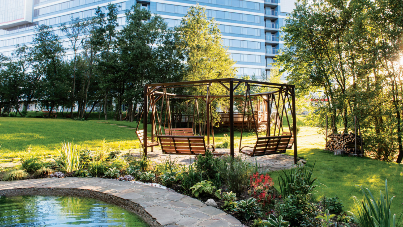 Green relaxation area with a pond at Sheraton Moscow Sheremetyevo